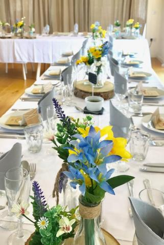 Wedding_Table_Blue_and_Yellow.jpg